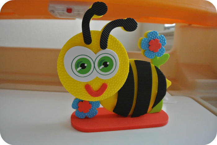 text-ur foam bumble bee