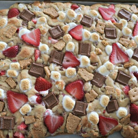 Strawberry S'mores Cookie Bars + FREE Milk