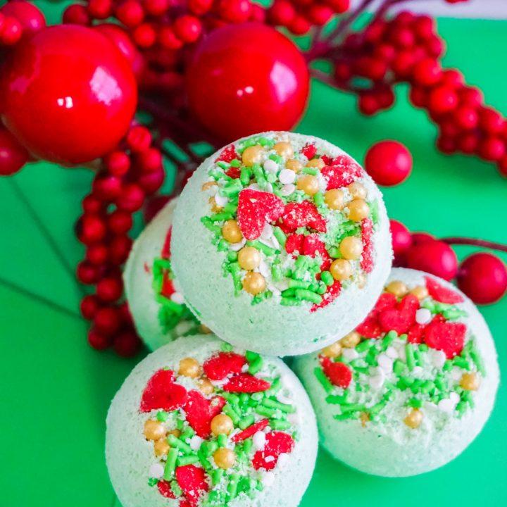 Grinch Bath Bombs for Christmas Recipe Tutorial
