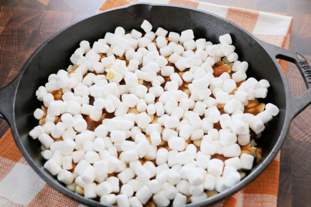 Creamy Pumpkin Spice S'more Dip