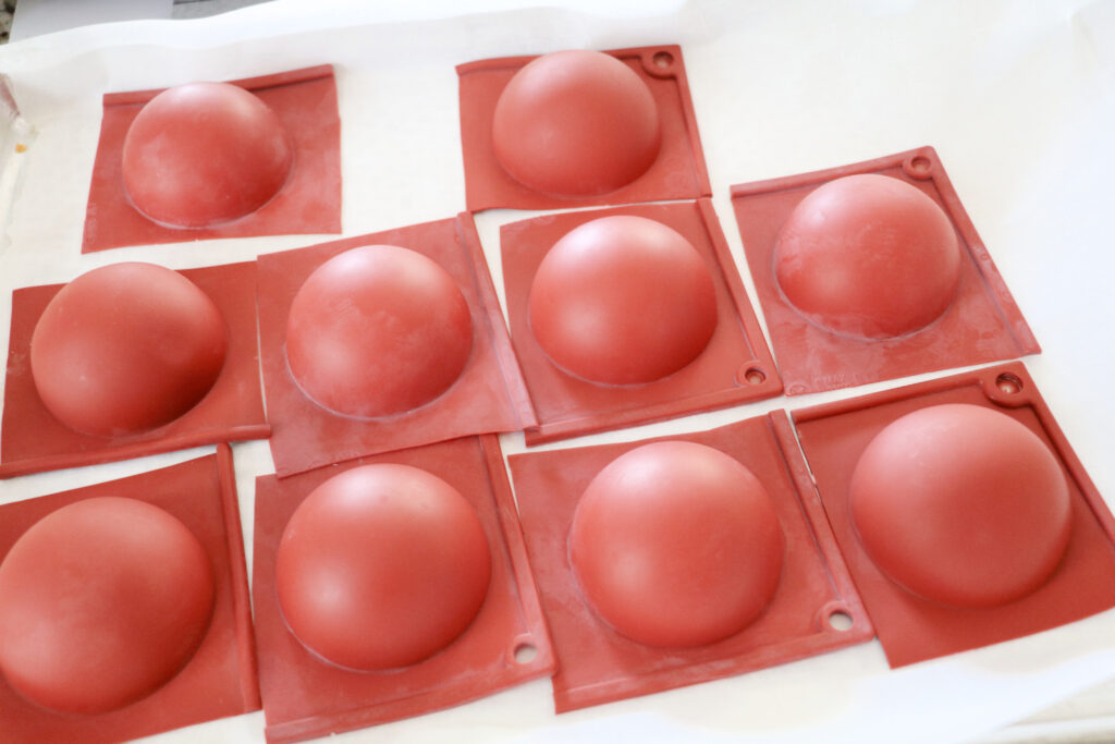 how-to-swirl-hot-cocoa-bomb-mold-2